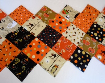 Halloween Quilted Table Runner, Quilted Table Topper, Halloween Table Runner Quilt, Halloween Table Decoration, Pumpkins, Black Cats, Ghosts
