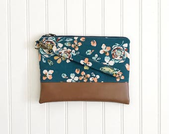 FUNKY FLORALS COLLECTION Fleet and Flourish Navy Floral - Wallet Clutch - Small handbag - Blue - Wristlet