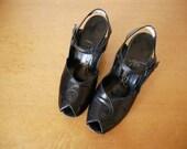 Vintage 1940s Peep Toe Pumps / black leather chunky heel ankle strap dress shoes