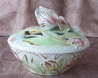 Vintage openwork capidomonte porcelain tulip covered bowl made in Italy.  CF942-1.