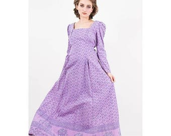 FLASH SALE... Vintage India cotton dress / 1970s lavender block print maxi gown / Puff sleeves / Prairie dress / India Imports of Rhode Isla