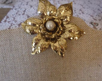 Vintage Gold Tone Layered Flower Scarf Ring w/ Faux Pearl Center