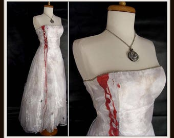 FAIRY VAMPIRE DRESS. Zombie Prom Queen Dress. Sexy Zombie Costume. Bloody White Corset Lace Dress. Halloween Costume w/Spiders. Size 5 Small