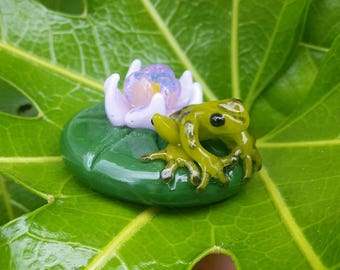 Baby Frog on A Leaf Paperweight