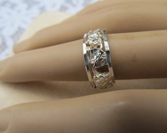 Vintage Sterling Silver Signed Floral Etched Solid Band Ring