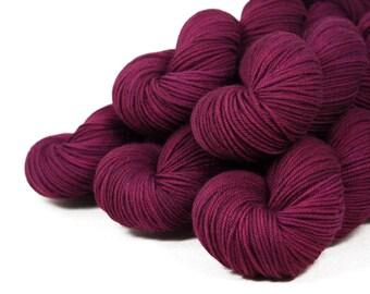 "Spectra Worsted ""Wine-Dark Sea"" 100% SW Merino Hand Dyed Yarn 225 yds"
