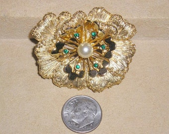 Vintage Signed Sarah Flower Brooch With Green Rhinestones And Faux Pearl 1960's Jewelry 11056