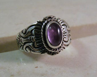 Vintage Amethyst Cabochon Ring in Sterling Silver.....  Lot 5306