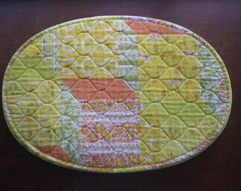 Vintage Set of 5 Sunny Quilt Print Placemats Oval Yellow Orange Green 18 x 12.5  Five Floral Cloth Reversible Table Linens Mats Summer