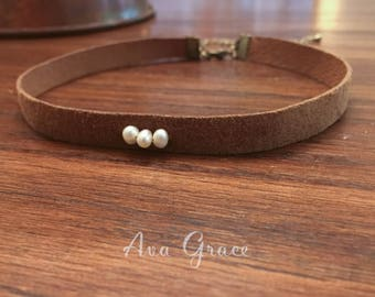 Suede leather choker with fresh water pearls // camel suede choker // pearl choker