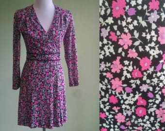 1970s Flower Power Dress - Long Sleeve - Hippie Festival Dress - Wrap Style - Small