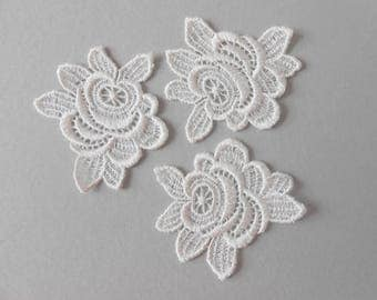 3 flowers in white lace 6.5 x 5.5 CMS for your creations