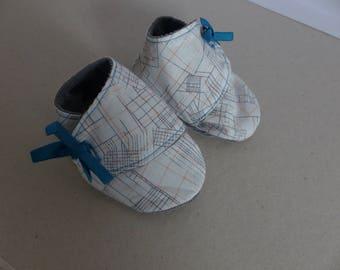 chaussons 3/6 mois en coton blanc, gris et orange aux dessins géométrique et velours côtelé gris