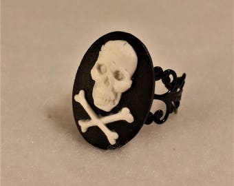filigree ring with Cameo and ring pirate
