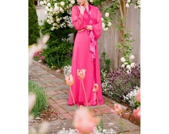 """One readymade """"Astaire"""" Style long robe in lined chiffon. Full length dressing gown. Floor length bridal robe. Long bridal robe. US 4-6"""