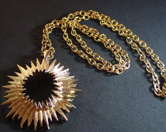 Sarah Coventry Gold tone Star Burst Necklace T-11
