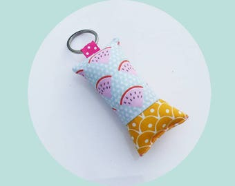 Keychain in watermelon fabric and yellow scales