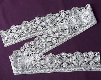 Maltese bobbin lace, antique.   Maltese lace edging, white cotton. c1900.