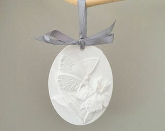 Oval Butterfly ceramic 8 x 6 cm