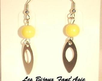 Yellow glass bead hook earrings and silver metal openwork leaf