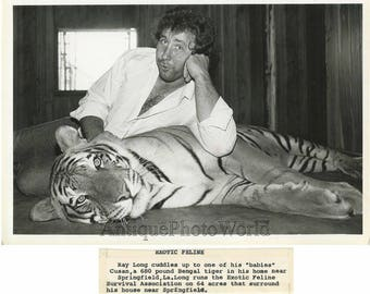 Ray+Long+man+cuddling+with+beautiful+Bengal+Tiger+vintage+photo