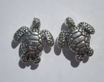 2 silver metal turtle beads - 18mm (1953).