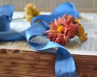ruban de soie bleu denim