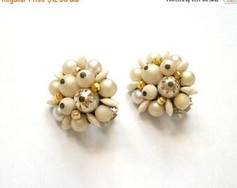 THE BIG SALE Vintage Retro Earrings White Cluster Earrings Vintage Japan Marked Signed Clip On Vintage Earrings Jewelry Set