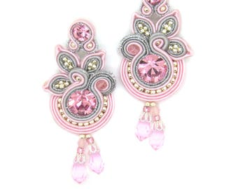 Dangle earrings with crystals in pink/violet/beige color
