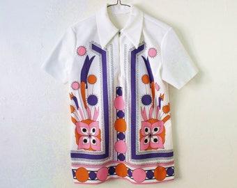 Women's MEDIUM Vintage 1970s Texturized Polyester Zippered Short Sleeve Shirt