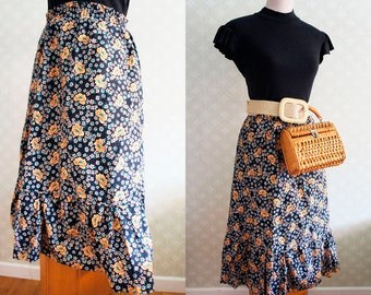 70s Large Vintage Folk style Skirt. Peasant style skirt.  Black and peach floral print.