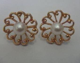 vintage 14K Yellow GOLD White Pearl Flower stud EARRINGS