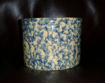 RRP Co Roseville USA pint crock blue spongeware