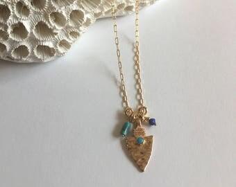 """Collier tendance, pendentif corne et pierres turquoises sur chaine or : Modèle """"Kalani"""""""