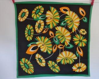 Vintage scarf Bold flowers  67cm x 67cm