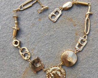 Trashy Trinkets necklace in Gold