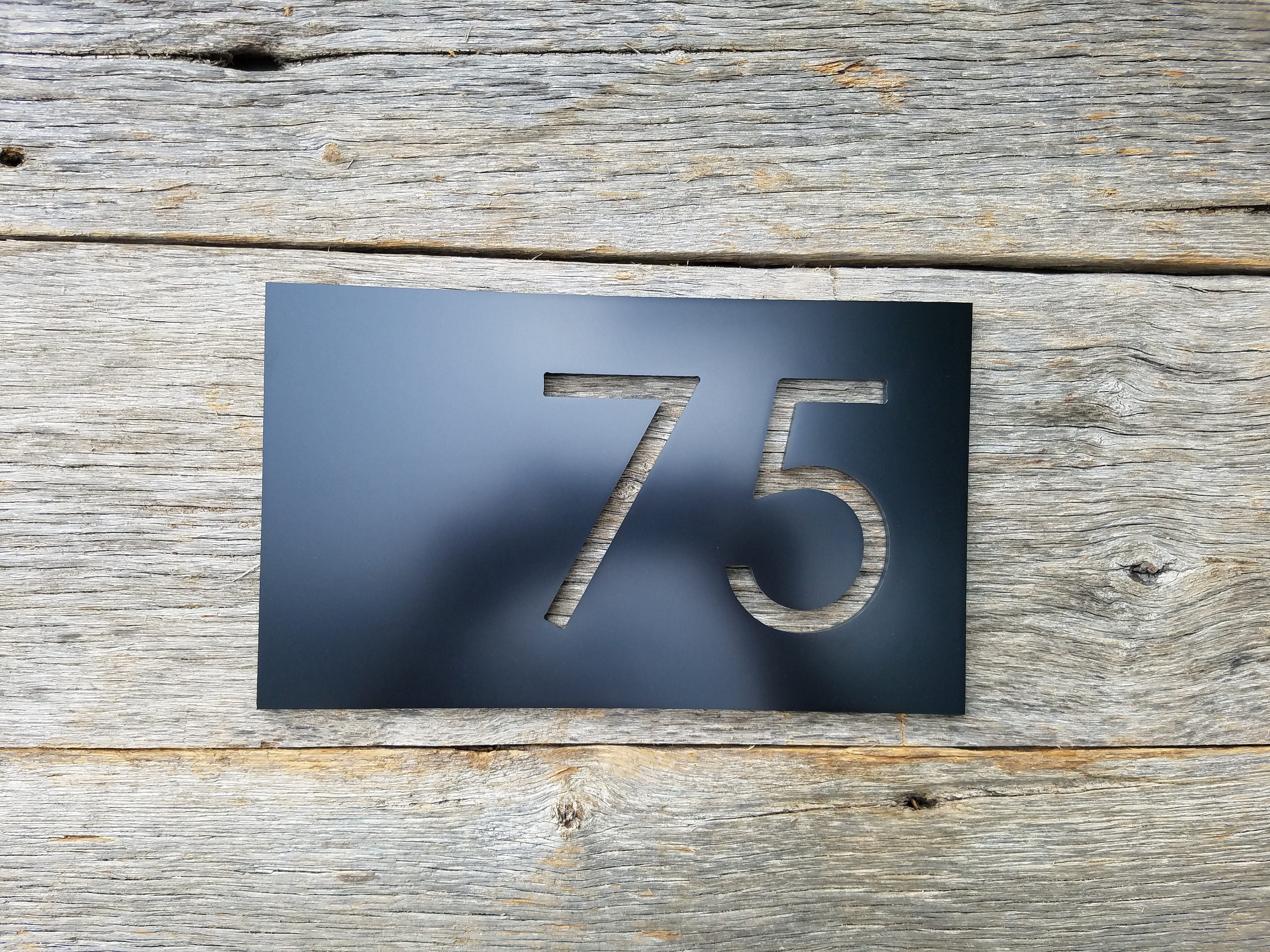 House numbers modern black address plaque street address for Minimalist house numbers