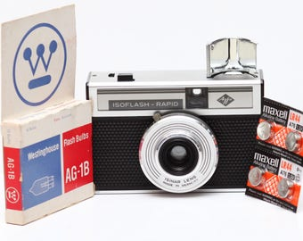 Agfa IsoFlash Rapid Film Camera with Original Case + Flash Bulbs & New Batteries Made in Germany 1960s Fully Operational