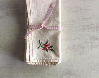 4 Ecru Color Dinner Napkins With Cross Stitch Embroidery