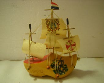 vtge souvenir-Holland souvenir-sailboat on a clog-wood clog-shelf decor-kitsch-