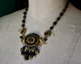 The Lady in Waiting Necklace