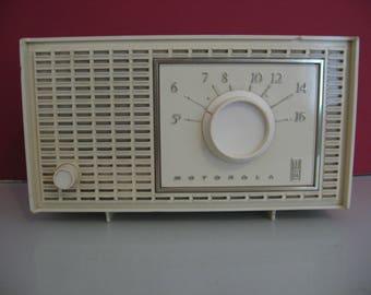 Classic Look! - Vintage 1960's Motorola Tube AM Radio!