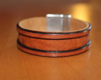 Brown leather mens bracelet. magnetic clasp