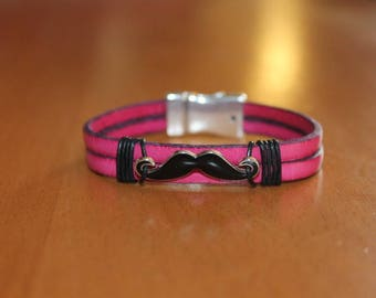 Bracelet leather pink with a magnetic mustache