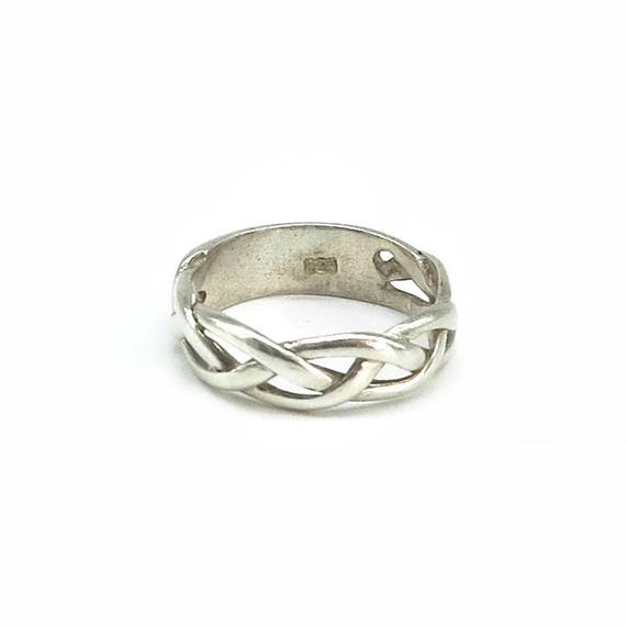 Sterling silver Celtic braid ring, infinity knot ring with solid back, stamped 925, size O.5 / 7.5