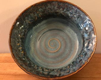 Textured Rim Salad Bowl