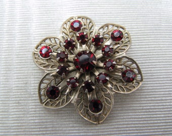 c088 Lovely Vintage Gold Filled - Flower Brooch Pin with Red Stones