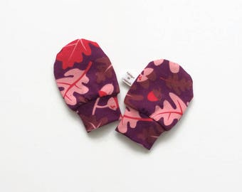 Purple organic baby mittens, baby scratch mitts. Jersey cotton knit with leaves and acorns. Baby Gift Girl Hand Covers. Baby shower present