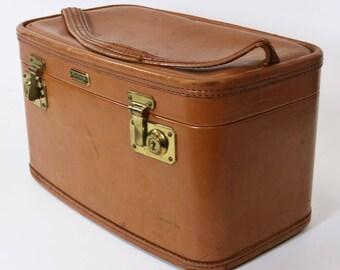 Vtg Oshkosh Train Case Cosmetic Luggage Suitcase Travel Leather & Brass