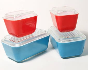 4 Vintage Pyrex Refrigerator Dishes with Lids - Blue 0502 & Red 0501